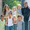 Brad Pitt o ia pe Angelina Jolie de dragul copiilor