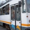 Barbat acrosat de tramvai, in Capitala