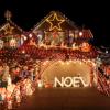 Imagini cu adevarat stralucitoare cu amenajari de Craciun: Case decorate cu mii si mii de instalatii!