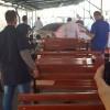 O masina a intrat in plin intr-un grup de muncitori: un mort si mai multi raniti