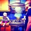 Fetita de 18 luni, pe Instagram, cu cutitul de bucatarie in mana