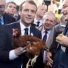 Macron isi face cotet la Elysee