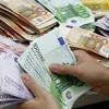 A gasit peste 33.000 de euro intr-un cos de cumparaturi, in Capitala