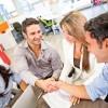 Criza fortei de munca: salt cu parasuta si masaj la birou