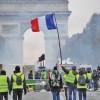 Macron o da in dezbatere nationala