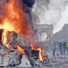 """Macron le da interzis """"Vestelor Galbene""""  pe Champs Elysees"""