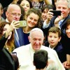 Papa Francisc: scapati de telefoane