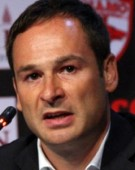 Actionarul majoritar de la Dinamo incearca sa puna mana pe putere printr-o manevra ieftina: Mochetarul Negoita, facut pres de Badea