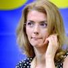 Alina Gorghiu e buna de primar: semneaza fara sa citeasca