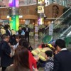Panica la mall: scara rulanta a luat-o razna