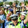 Social-democratii, cu Politia la usa