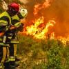 Franta arde, Macron se joaca de-a Top Gun