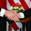 Trump: Macron adora sa ma tina de mana