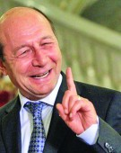 Basescu, marele profitor de razboi!
