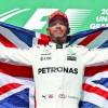 Mercedes il umple de bani pe Lewis Hamilton