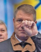 Iohannis isi pune piciorul in ghips!