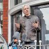 Assange, curata baia daca vrei Internet