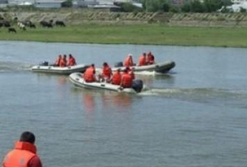 20 de copii s-au răsturnat cu o barcă pe Dunăre