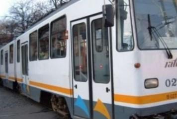 Accident cu o ambulanță pe Șoseaua Olteniței. Tramvaie blocate