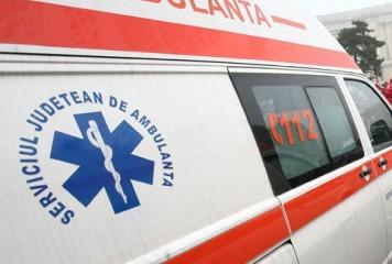 Soti raniti dupa ce masina lor s-a lovit de un TIR, la Caineni