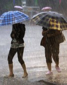 Meteorologii au emis COD GALBEN de ploi și descărcări electrice