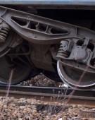 Locomotiva unui tren Regio a deraiat din cauza viiturilor