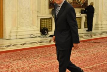 Meleșcanu așteaptă motivarea CCR în fotoliul de la Senat