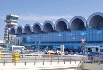 Pasager suspect de gripă, dus de pe Aeroportul Otopeni direct la spital