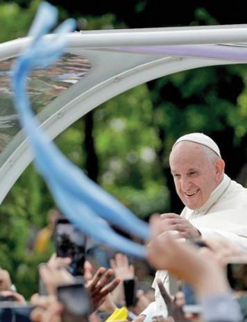"Papa Francisc: ""Ma intorc acasa imbogatit"""