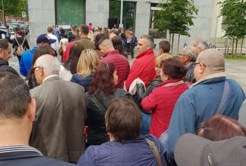 MAE, lămuriri despre votul din diaspora: Numeroși cetățeni au fost aduși coordonat la votcu mai multe autocare