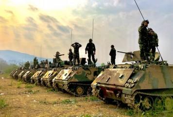 Soldații americani distrug recoltele românești sub șenilele tancurilor