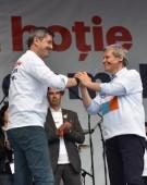"""Farfuridi și Brânzovenescu. Cioloș: Ori eu, ori Dan Barna la prezidențiale. Dar """"mergem împreună până la capăt"""""""