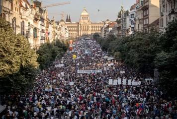 """""""Cele mai mari proteste din Praga de la căderea Comunismului"""" (VIDEO)"""