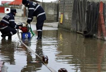 Vijeliile au făcut ravagii în ţară. Zeci de locuinţe au fost inundate
