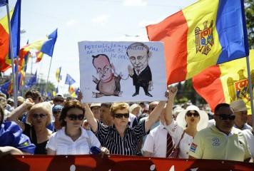 Moldovenii ies masiv în stradă. Debandada politică de la Chișinău umple paginile presei internaționale (VIDEO)