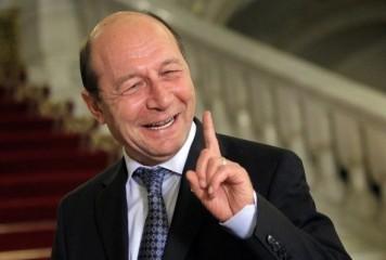 Băsescu o admiră: Dăncilă s-a urcat călare pe PSD. Deja a dat de pereți cu Firea