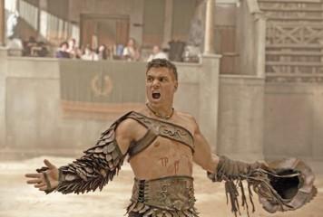 """Actorul din """"Spartacus"""", prins in pielea goala la Sarmizegetusa"""