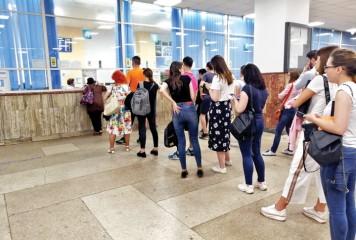 Trenurile CFR, confiscate de studentii cu bilete gratuite si locuri rezervate