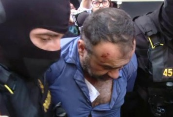 Criminalul poliţistului din Timiş, adus încătuşat la audieri (VIDEO)