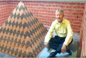 Piramida din peste 1 milion de monede