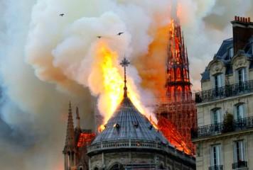 Catedrala Notre-Dame: Donatorii dau mai mult din gură, mai puțin din buzunar