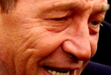 """Băsescu dă în Dan Barna, cel cu """"abordări de penal"""""""