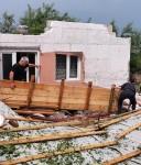 O furtună puternică a smuls acoperișuri și a dărâmat copaci, în Botoșani (FOTO)