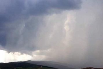 COD PORTOCALIU. Meteorologii anunță ploi cu grindină si vijelii