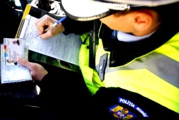 Un bărbat i-a ameninţat pe poliţişti cu un cuţit. Vezi ce a urmat