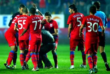 Fotbaliștii FCSB s-au luat la bătaie între ei sub ochii antrenorului