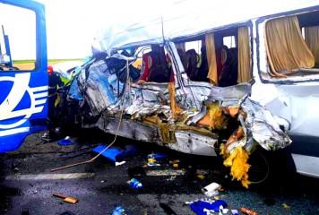 Bihor: ACCIDENT MORTAL între un autocar cu 26 de persoane și un autoturism
