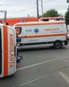 Ambulanță răsturnată într-o intersecție din Ploiești