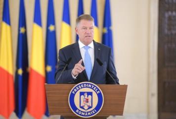 """Iohannis așteaptă motivarea deciziei CCR, dar o """"poftește de îndată"""" pe Dăncilă în Parlament"""