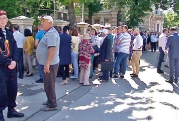 Se mărește Parlamentul! Deputați și senatori din Republica Moldova